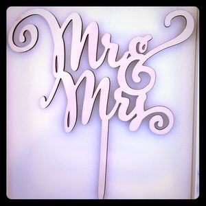 Mr and Mrs wooden cake topper